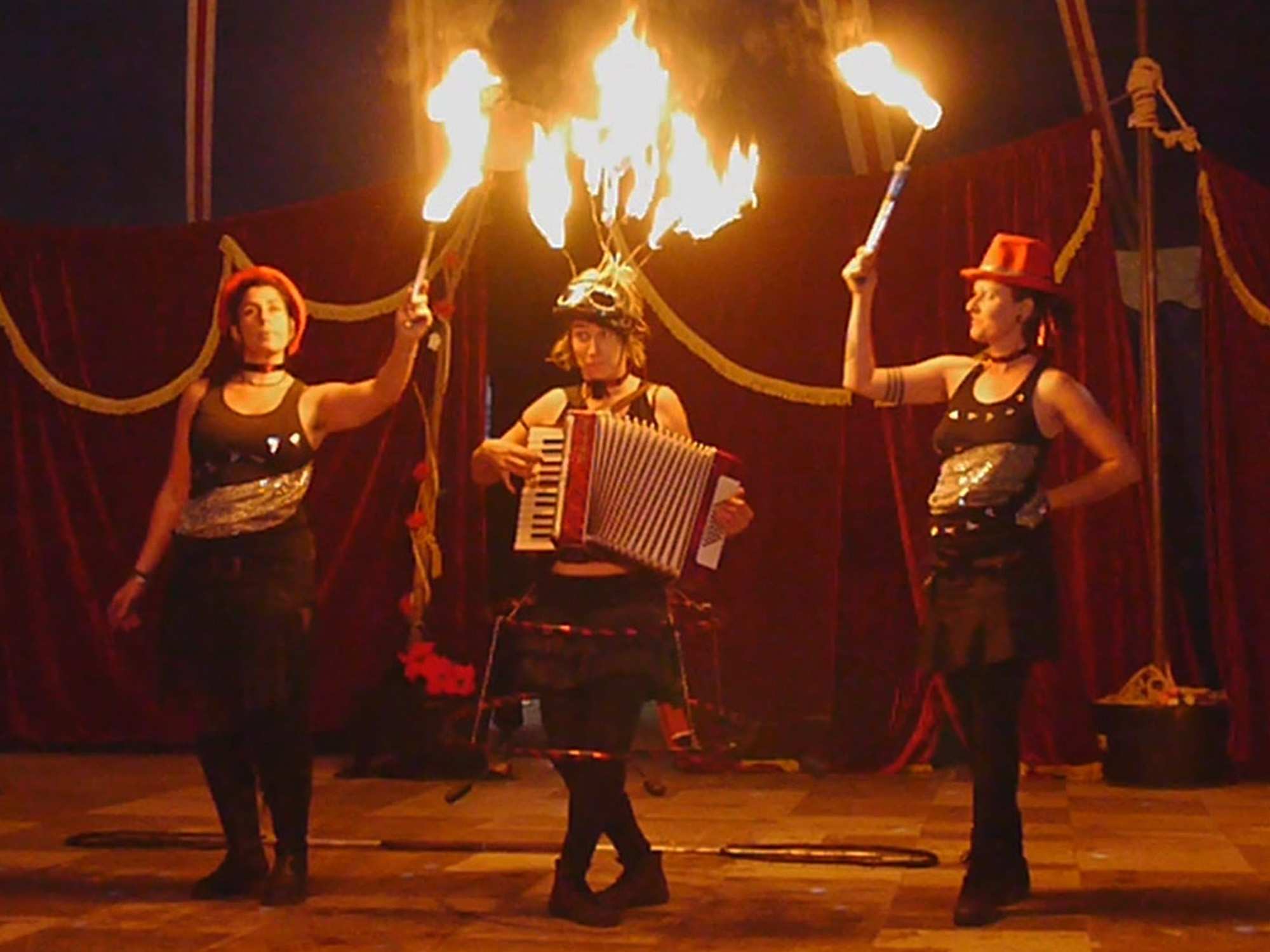 the-pyrocircus-ladies-kuenstler-hutfestival-2019.jpg